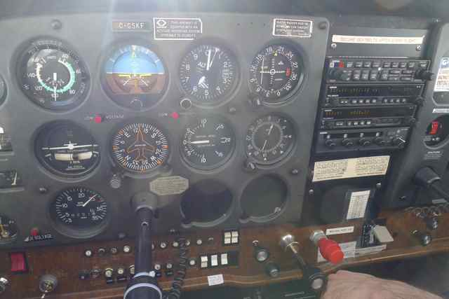 Flight instruments on a Cessna 172