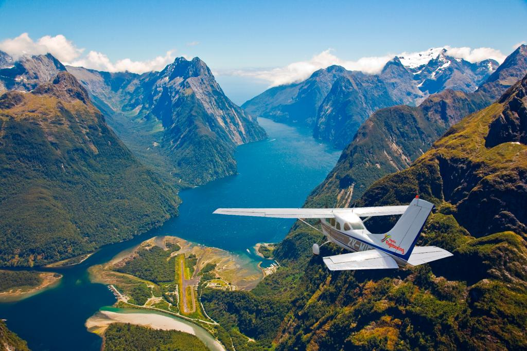 Meczet Nowa Zelandia News: Beautiful Approach And Landing At Milford Sound Airport In