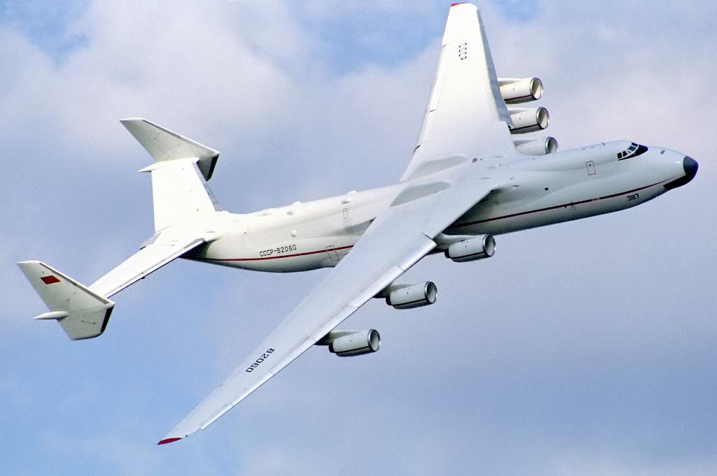 Antonov An- 225 Mriya at the Farnborough air show in 1990. Image from Wikipedia.
