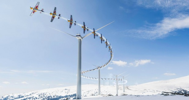 High speed slalom flying through wind farm